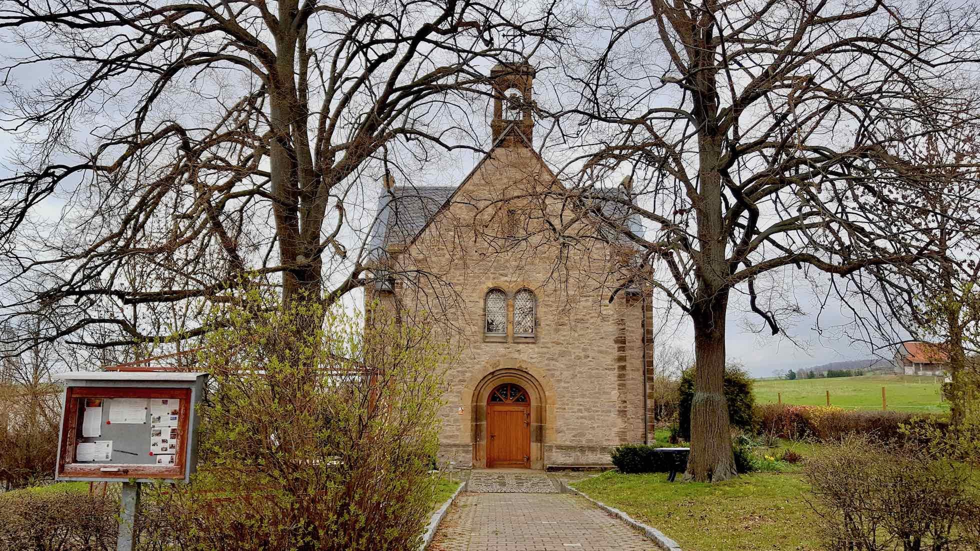 Frontalansicht der Gustav-Adolf-Kapelle in Witterda