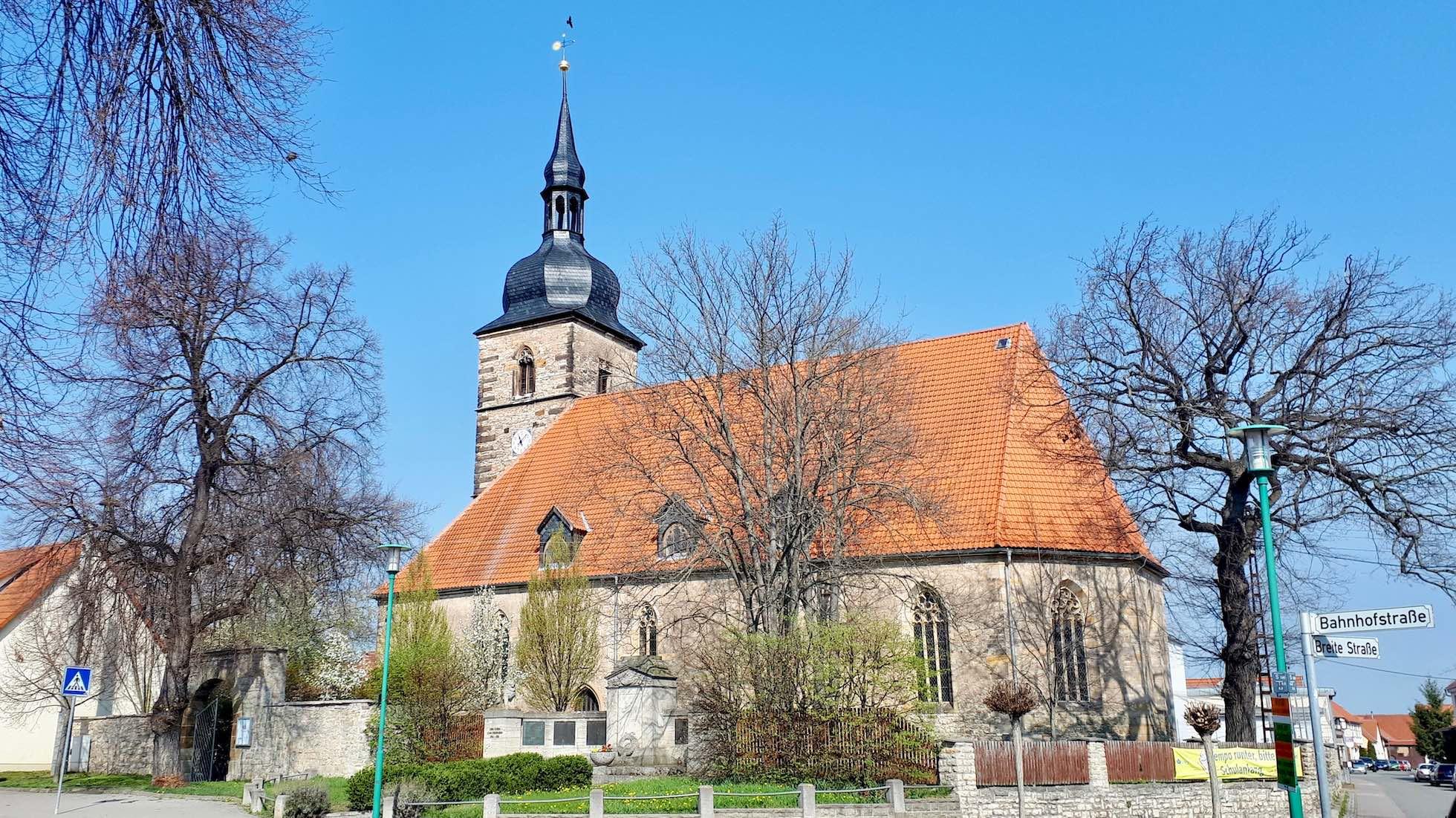Frontalansicht der Kirche in Walschleben